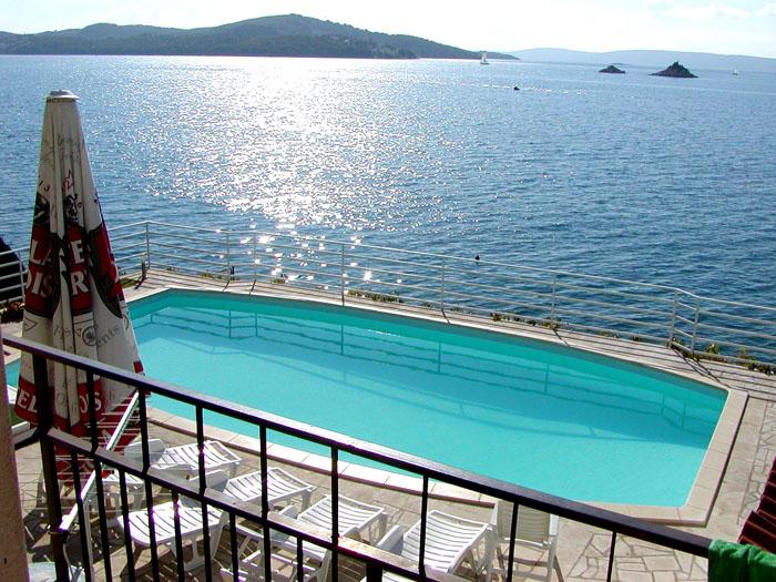 private kroatien ferienwohnungen direkt am meer mit pool. Black Bedroom Furniture Sets. Home Design Ideas