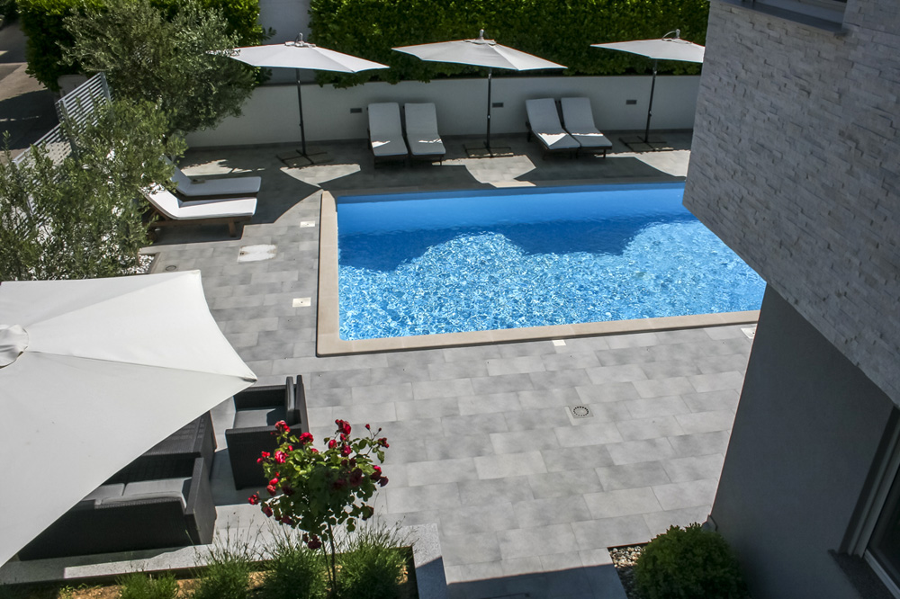 luxus ferienhaus futura in zadar diklo pool. Black Bedroom Furniture Sets. Home Design Ideas
