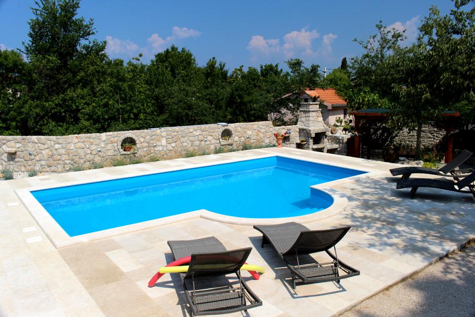 Ferienhaus rasopasno bei malinska auf insel krk for Garten pool 4m